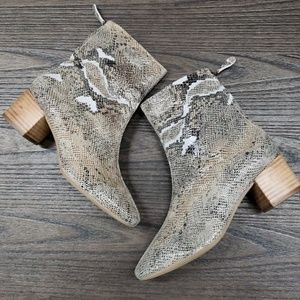 Seychelles snake print ankle boots size 7